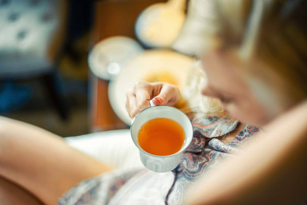 home remedies for hives_ woman drinking tea