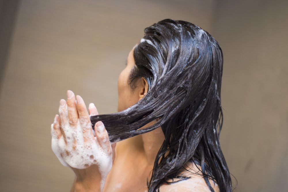 r healthy beauty tips_ woman washing hair