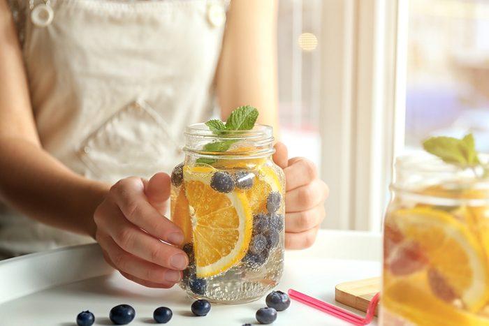 healthy beauty tips_woman drinking water