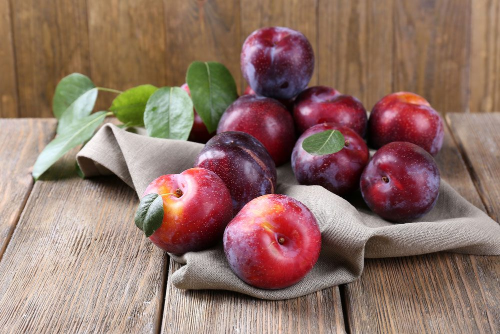 health benefits of eating plums