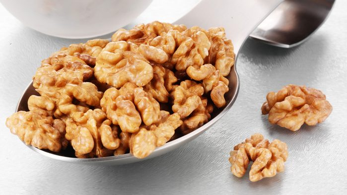 hiking snacks: spiced walnuts
