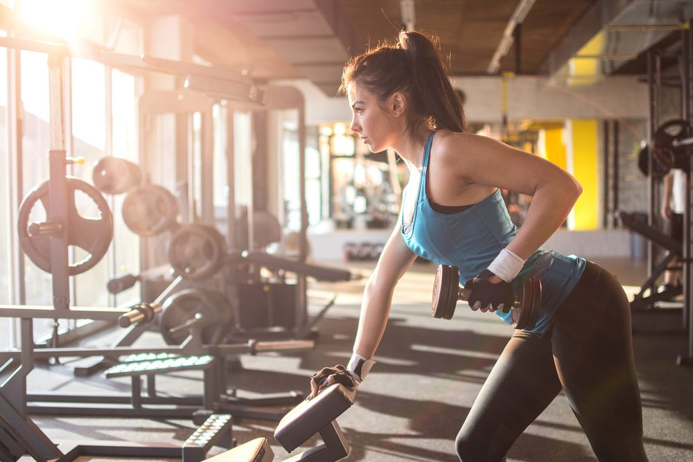 woman lifting weight_weight room tips