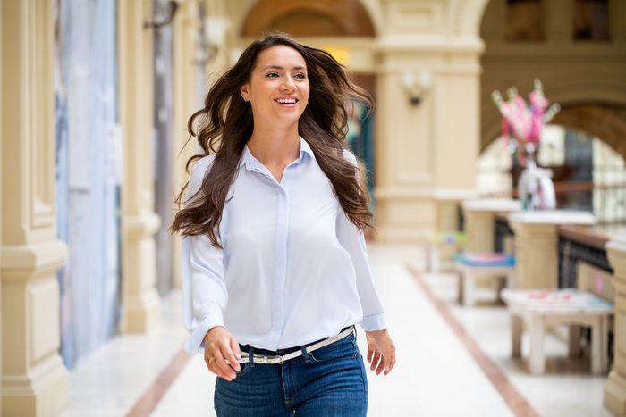 woman walking_benefits of lunch breaks