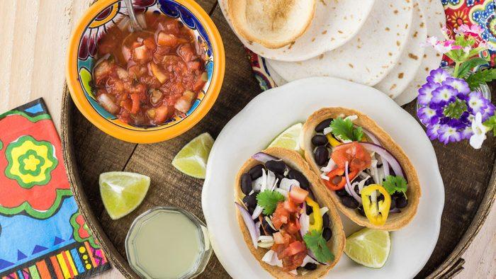 antiaging foods black beans, black bean taco platter