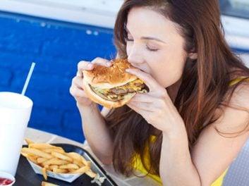 The 8 worst eating habits (1/9) | Best Health Magazine Canada