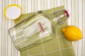 baking soda vinegar natural cleaner