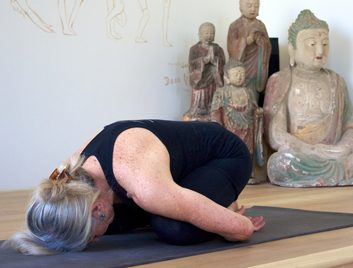 6 anti-aging yoga poses