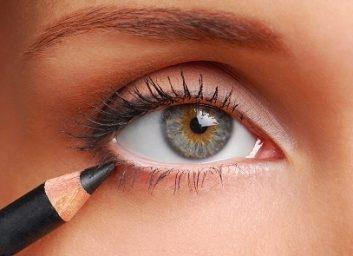 eyeliner-56705296.jpg