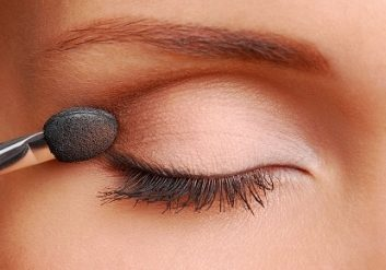 eyeshadow-99805295.jpg