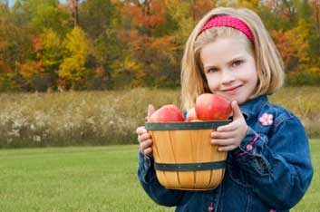 child apples healthy