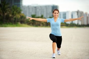 walking lunge woman fitness