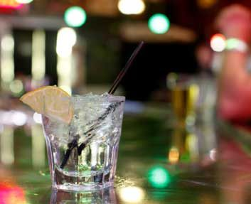 Is it dangerous to mix alcohol with diet pop?