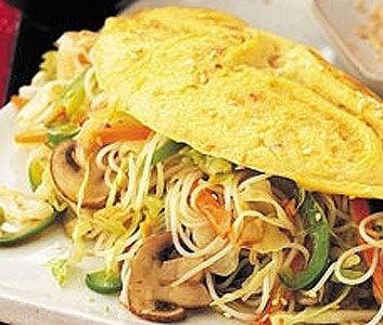 Noodle-stuffed Thai omelette