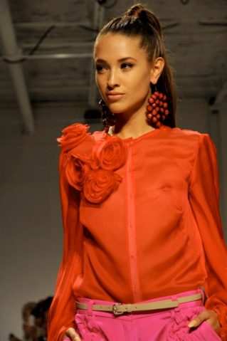 runway model ponytail