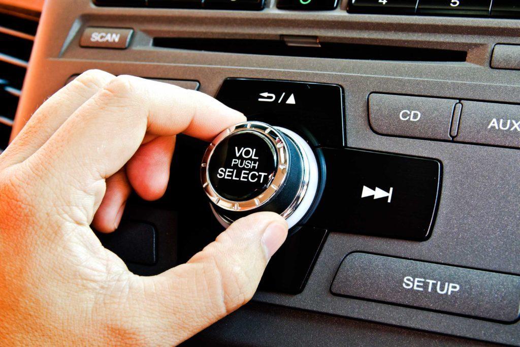 13-secrets-body-car-radio