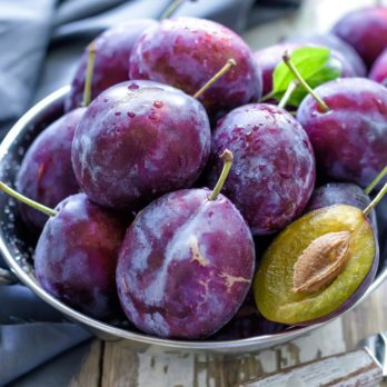 Summer Fruit: A Monthly Guide to What's in Season