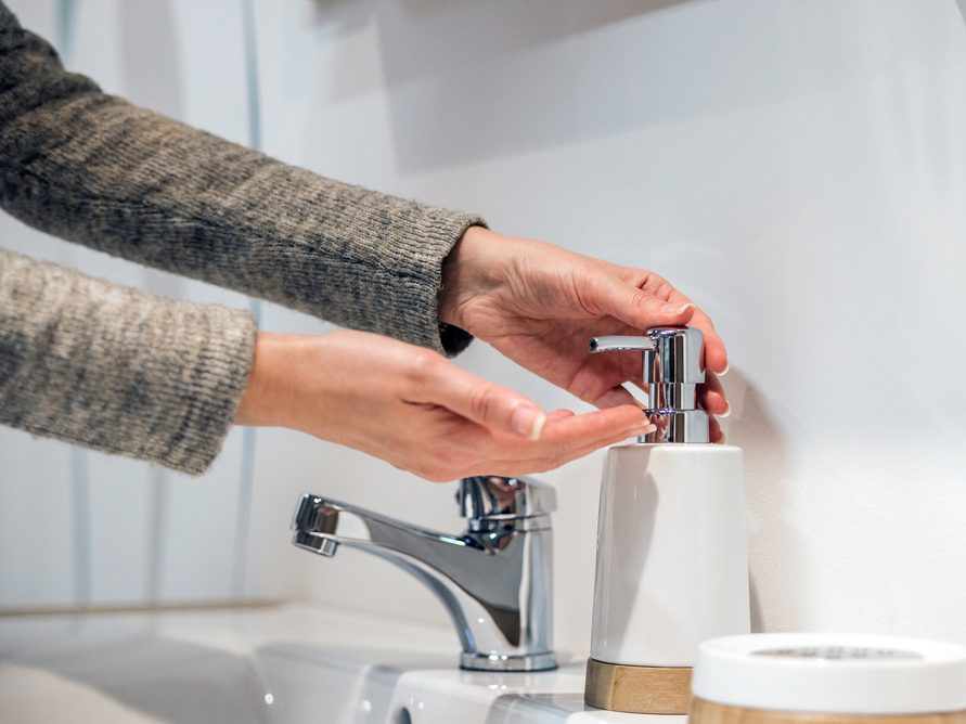 stay healthy during the holidays - washing hands