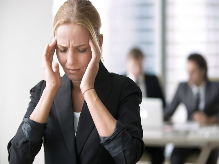 chronic-headaches_cancer symptoms women ignore