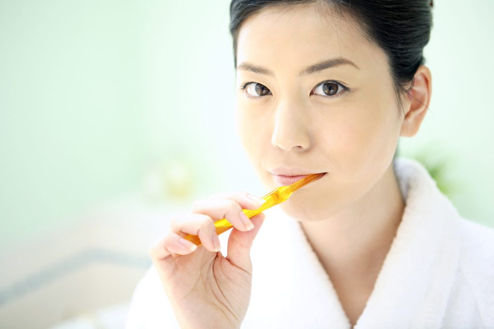 woman brushing teeth_ dementia and brushing your teeth