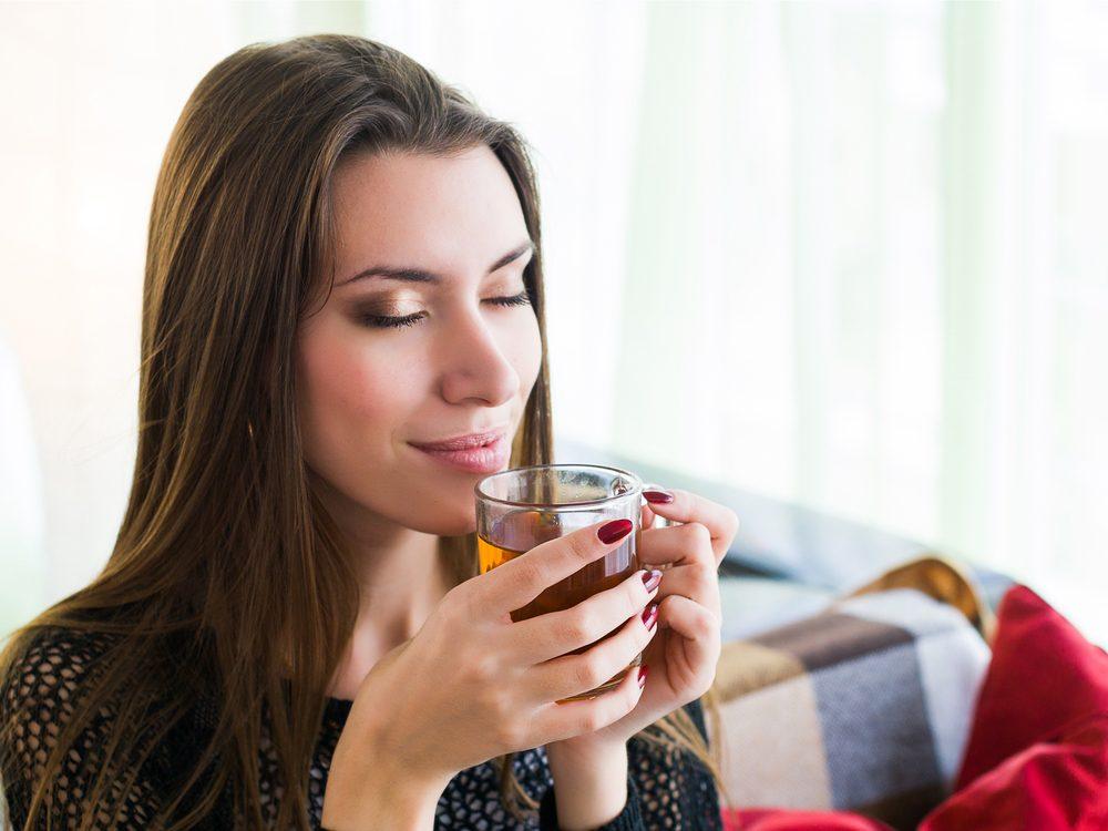 Ice chai tea is a tasty vegan breakfast idea.