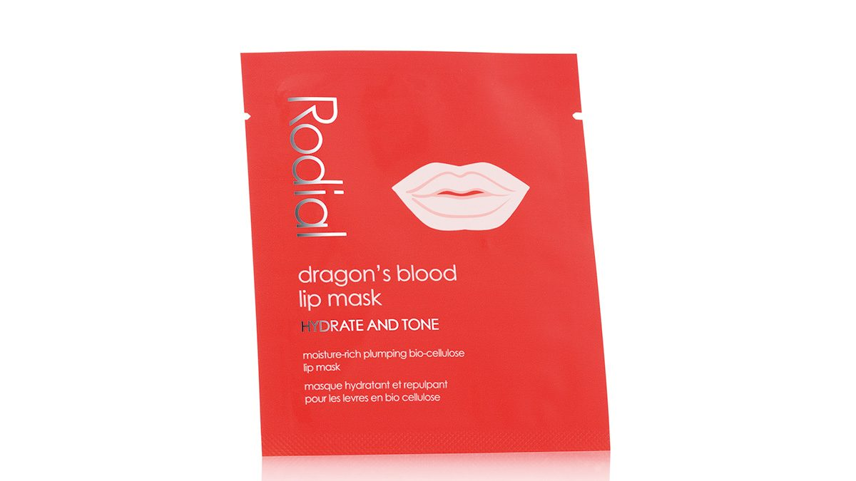 A envelope package with a lip mask inside