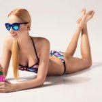 Woman in a fashionable bikini_swimsuit fit tips