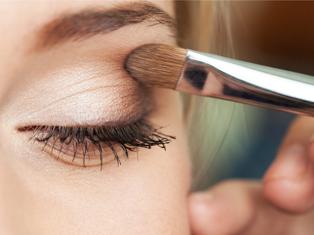 Choose the right eyeshadow colours is a simple makeup tip that will make your eyes pop