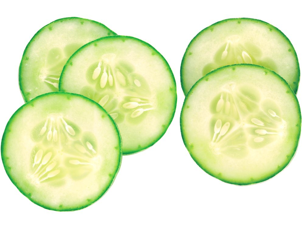 Reduce puffy eyes and dark circles with cucumber slices