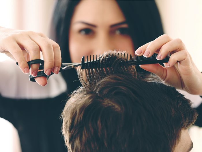 Hair stylist secret: deal with lice before getting a haircut