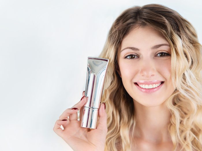Starting with an eyeshadow primer is a simple makeup tip that will make your eyes pop