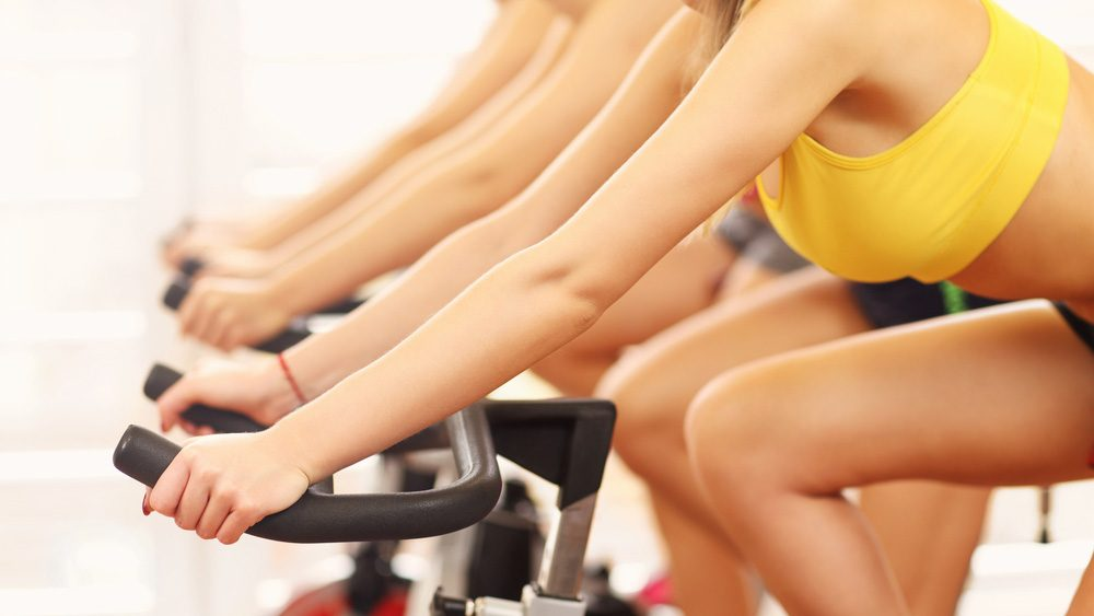 spinning mistakes diet: row of women spinning on their bikes