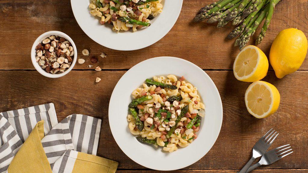 gluten-free pasta with hazelnuts, asparagus and pancetta