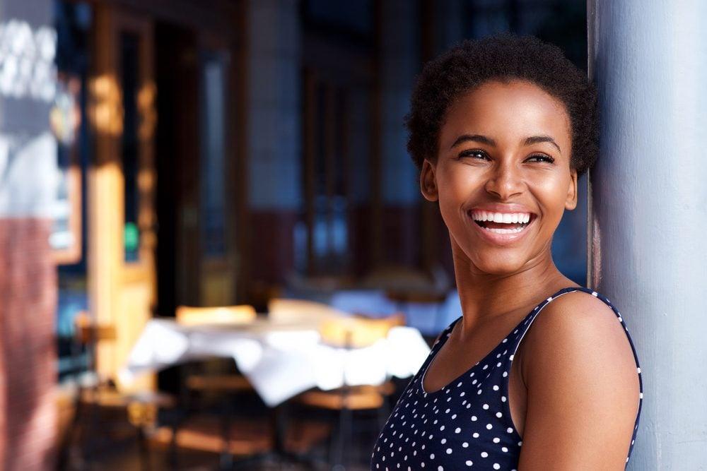body language_ confident woman smiling