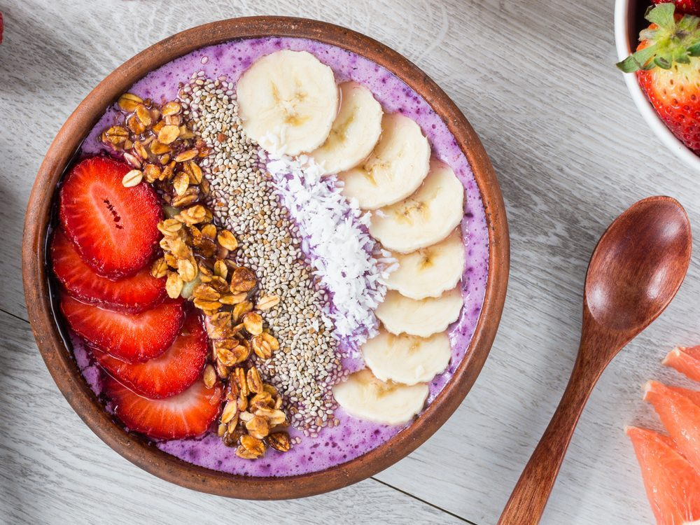 Smoothie yogurt bowl