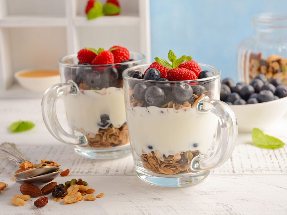 Granola yogurt parfaits