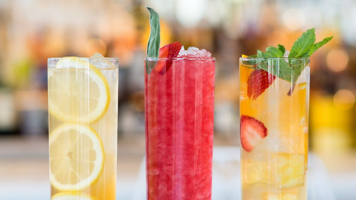 Three iced tea cocktails with mocktail options for Drinks with iced tea