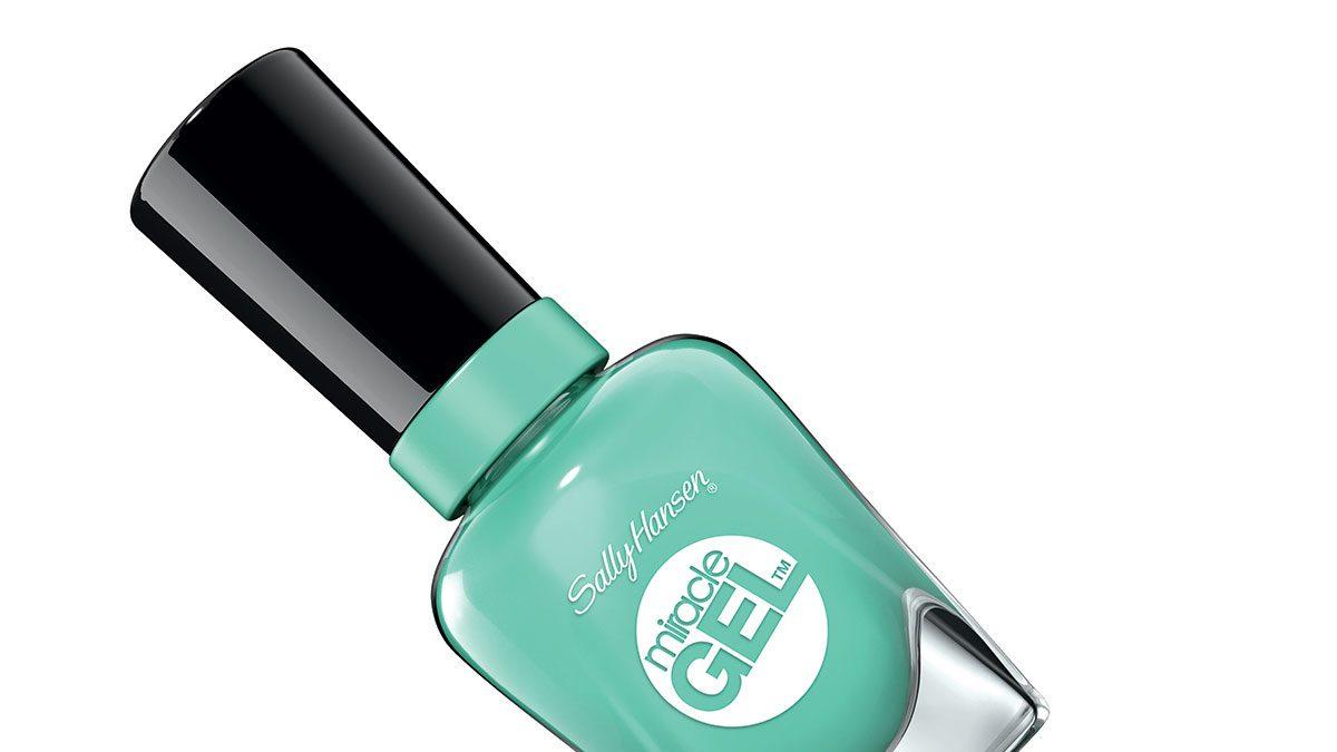 summer pedi colour, a minty green polish