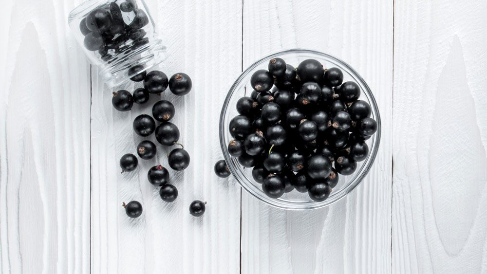 foods for a healthier heart, a bowl of black berries