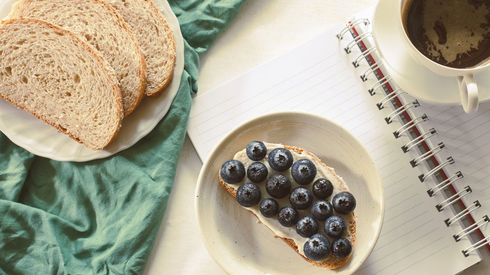 foods for a healthier heart: a whole wheat tostada with berries