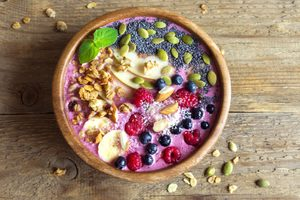 Blueberry and Spinach Smoothie Bowl