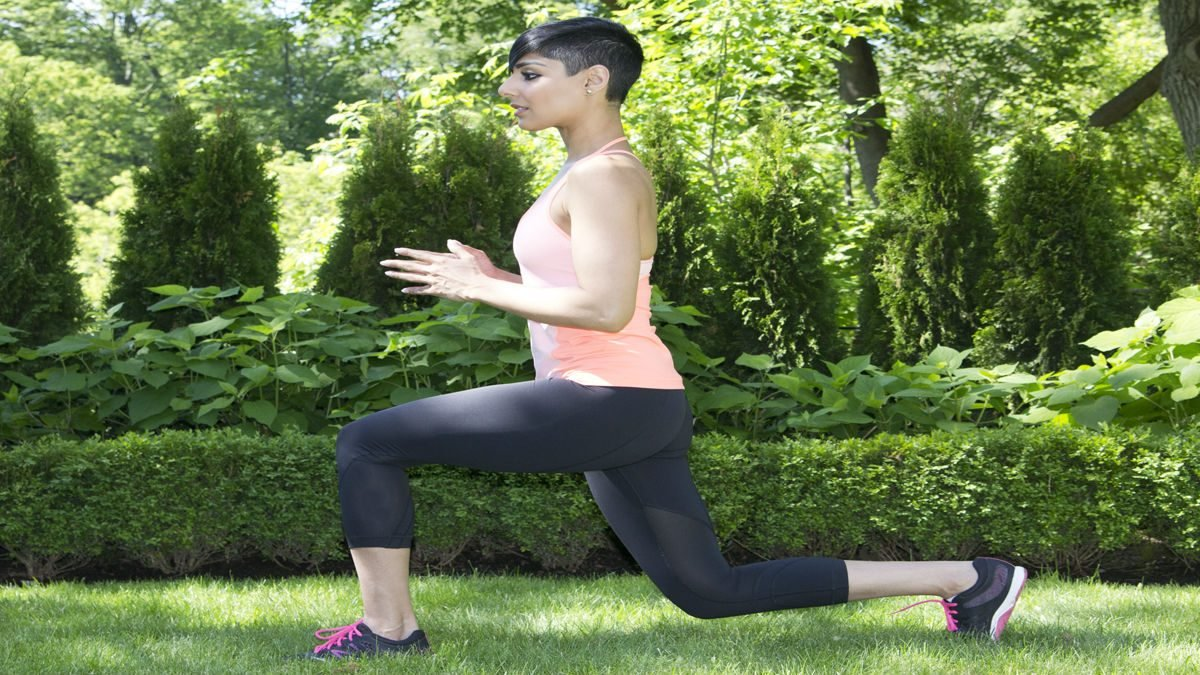 summer backyard workout reverse lunges