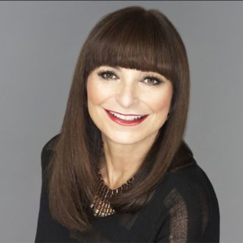 Jeanne Beker's Purse – What Does A Style Maven Carry In Her Bag?