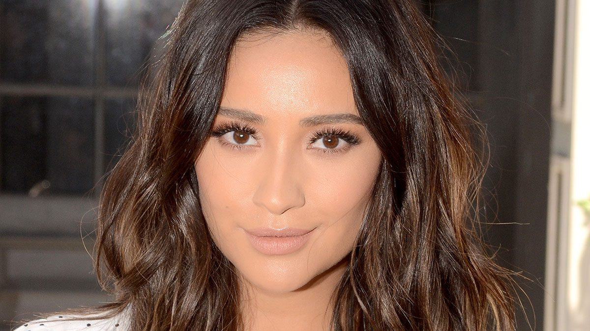 Shay-Mitchell-Stay-Fit-1