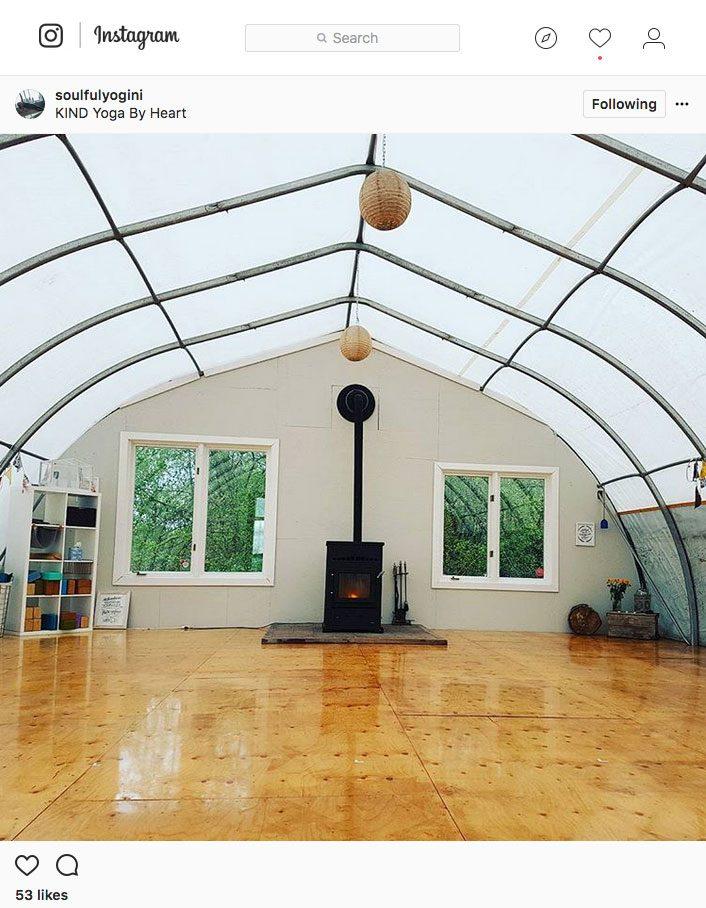 Instagram Yoga, yoga in a greenhouse