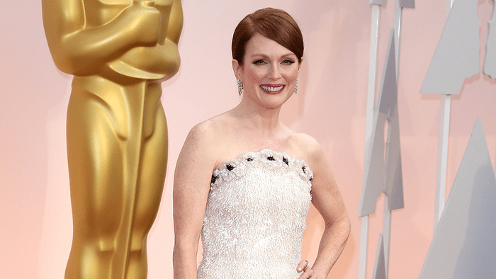 Julianne Moore red carpet up do hair, Julianne Moore on the Oscars red carpet wearing Chanel