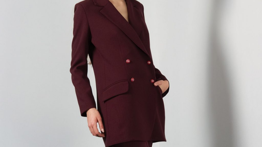 Revamp your fall wardrobe, woman in pantsuit