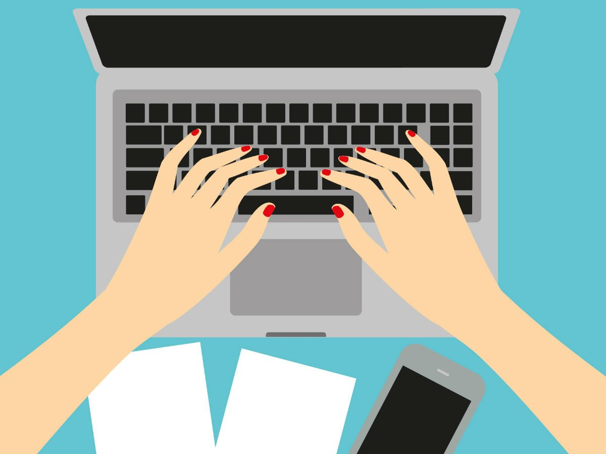 buying contact lenses online, woman checking her computer
