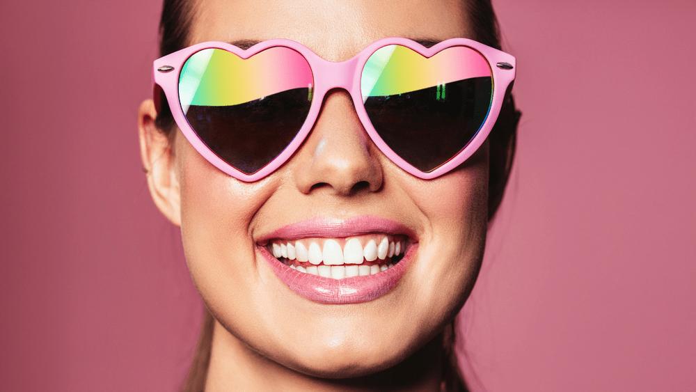 fat burner sugar burner heart rate, woman with pink heart sunglasses