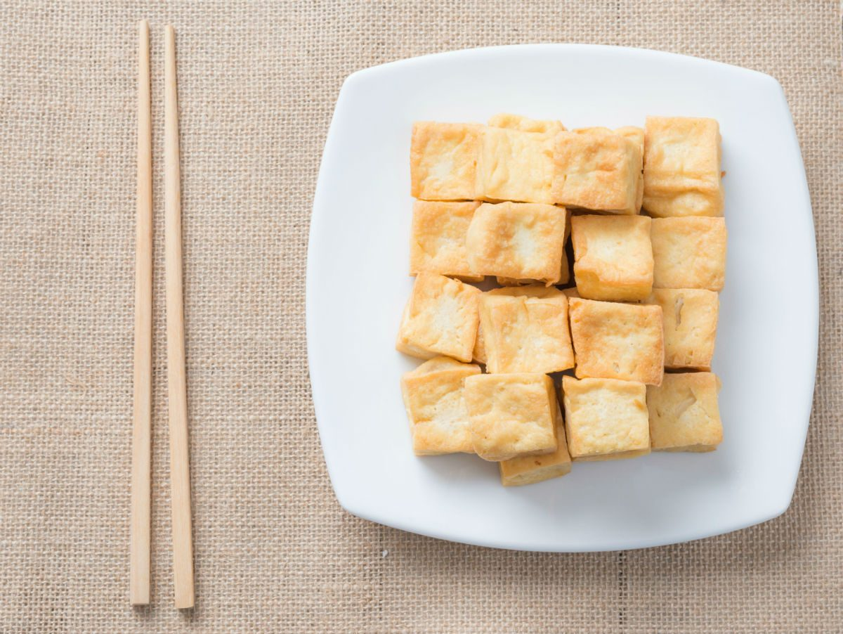 foods that fight colds protein, tofu on a plate
