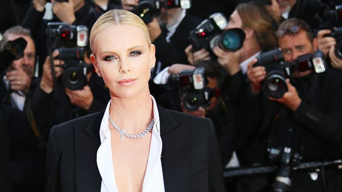 Charlize-Theron-red-carpet-beauty